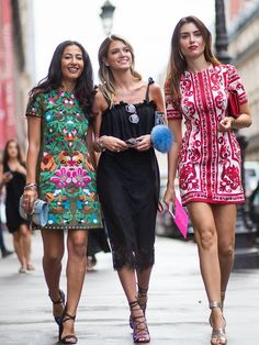 Lindas e bem vestidas . #NausheenShah #HelenaBordon & #LiseGrendene in Paris.