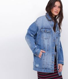 Jaqueta feminina  Alongada  Com puídos  Marca: Blue Steel  Tecido: jeans  Composição: 100% algodão  Modelo veste tamanho: P     Medidas da Modelo:     Altura: 1,75  Busto: 88  Cintura: 64  Quadril:88       COLEÇÃO VERÃO 2016     Veja outras opções de    jaquetas femininas   .