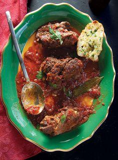 Braciola (Italian Beef Rolls in Tomato Sauce)