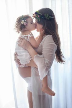 Foto mãe e filha Maternity Session, Maternity Pictures, Pregnancy Photos, Maternity Photography, Baby Pictures, Ballet Dance, Family Photos, Photoshoot, Wedding Dresses