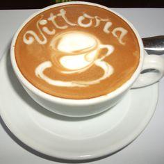 Vittoria coffee art Latte Art, Coffee Art, Bakery, Bistros, Cool Stuff, Crafts, Food, Manualidades, Essen