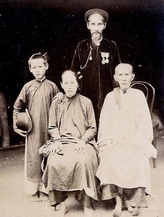 Vietnam History, Vietnam War, Vietnamese Clothing, Old Pictures, Traditional Outfits, Cambodia, Folk, The Past, Culture