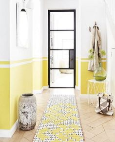 Feng Shui Tricks To Steal And Give Your Home Positive Energy Style inspiration: Sunshines shades - yellow. Styled by Lorraine Dawkins. Hallway Furniture, Entryway Decor, Furniture Ideas, Furniture Storage, Feng Shui Entrance, Feng Shui Hallway, Feng Shui Apartment, Hallway Ideas Entrance Narrow, Modern Hallway