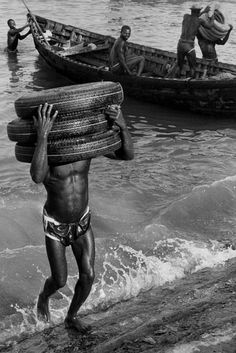 Marc Riboud - Port of Accra. Dockers. Ghana 1960