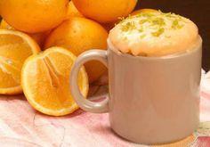 Sem tempo, mas com vontade de uma sobremesa? Faça o bolo de laranja na caneca em três minutos.