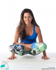Scale Pose (Tolasana) » Yoga Pose Weekly