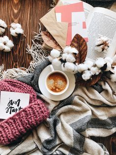 trendy book and coffee photography autumn mornings Cozy Aesthetic, Autumn Aesthetic, Christmas Aesthetic, Flat Lay Photography, Coffee Photography, Autumn Photography, Photography Ideas, Autumn Morning, Autumn Cozy