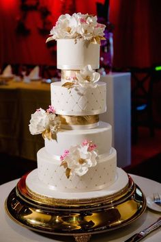 There's so much to love about these wedding cakes full of adorable details that are perfect for the fun-loving bride, including the most artistic designs!