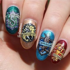 Potterheads will love these creative Harry Potter nail art ideas. From Hogwarts houses to your favorite characters, see all the best manicure ideas now. Harry Potter Nail Art, Harry Potter Nails Designs, Harry Potter Makeup, Harry Potter Puns, Maquillaje Harry Potter, Harry Potter Bricolage, Harry Potter Pictures, Harry Potter Wallpaper, Best Acrylic Nails