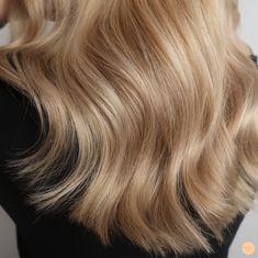 Mjuk varm balayage - Peach Stockholm Blonde Hair Shades, Blonde Hair Looks, Brown Blonde Hair, Golden Blonde, Hair Color Balayage, Hair Highlights, Brown Balayage, Blonde Aesthetic, Hair Color And Cut