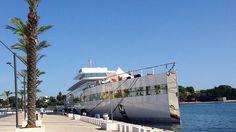 Il mega yacht di Steve Jobs ormeggiato al porto: la sua famiglia in giro per la città