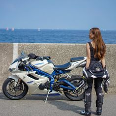 motorcycles-and-more: Triumph Daytona 675 Moto Ninja, Ninja Bike, Lady Biker, Biker Girl, Biker Couple, Triumph Daytona 675, Cafe Racer Girl, Sportbikes, Cafe Racers