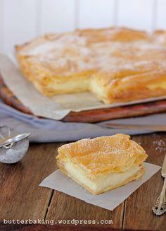 polish vanilla slice (karpatka) Looks so yummy! Polish Desserts, 13 Desserts, Polish Recipes, Delicious Desserts, Yummy Food, German Desserts, Plated Desserts, Sweet Recipes, Cake Recipes