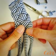 Belt with trapillo - HANDBOX - DIY community: tutorials and kits for everyone Belt with trapillo – Handbox Sewing Headbands, Fabric Headbands, Handmade Headbands, Sewing Hacks, Sewing Crafts, Sewing Projects, Sewing Kit, Fabric Crafts, Diy Crafts