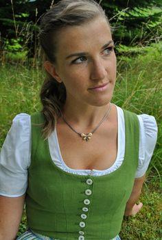 """Unser Model Kristina trägt Silberkette """"Schmetterling"""" zum traditionellen Dirndl. Hirschgrandeln zieren den Schmetterling. Die Halskette ist in unserem Online Shop erhältlich.   #dirndl #tracht #trachten #halskette #kette #schmuck #jagdschmuck #grandl #trachtenschmuck #dirndlschmuck Models, Turquoise Necklace, Nature, Outfits, Jewelry, Fashion, Necklaces, Hunting, Neck Chain"""