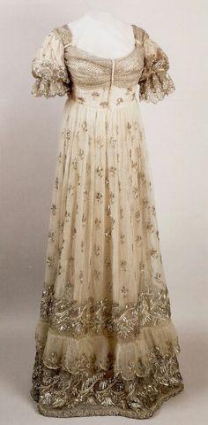 Evening Gown worn by Empress Josephine | 1810 | Châteaux de Malmaison et Bois-Bréau
