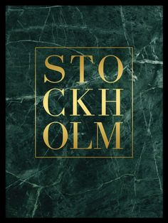 Stockholm Gold green marble poster är en snygg trendig tavla med text i guld mot grön marmor. Detta print hittar du, tillsammans med många andra i samma stil, i vår kategori Guld och metallic. Mixa och matcha för en personlig touch i ditt hem.
