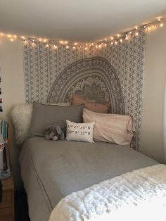 Dorm room tapestry - 41 stylish, dorm room ideas and decor essentials for girls 27 dormroomideas dormroomforgirls dormroomdecor College Bedroom Decor, Room Ideas Bedroom, Bedroom Inspo, Comfy Bedroom, Budget Bedroom, Teen Bedroom Colors, Bedroom Decor For Small Rooms, Bohemian Bedroom Design, Bedroom Curtains