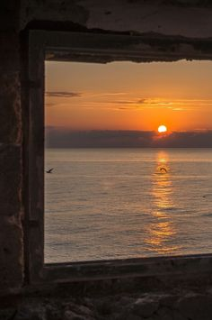 Untitled by Gaetano Di Stefano Beautiful. Just for your for Sunset. Sunset Wallpaper, Sunset Lover, Window View, Sky Aesthetic, Aesthetic Wallpapers, Sunrise, Beautiful Places, Scenery, Ocean