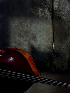 """""""Como fosse um lar, seu corpo a valsa triste iluminava  E a noite caminhava assim  E como um par o vento e a madrugada iluminavam  A fada do meu botequim   Valsando como valsa uma criança  Que entra na roda, a noite está no fim  Ela valsando só na madrugada  Se julgando amada ao som dos bandolins..."""""""