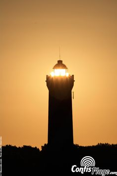 Perfect alignment between the sun and the headlight lens in #Contis : light explodes under the dome for a few seconds.