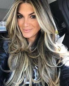 Not the color, but the placement of highlights and the cut Beiges Haar, Thick Highlights, Hair Highlights, New Hair Colors, Cool Hair Color, Hair Color And Cut, Balayage Hair, Ombre Hair, Love Hair