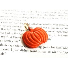 Pumpkin Button Pendant ($8) ❤ liked on Polyvore featuring jewelry, pendants, pendant jewelry and charm pendant