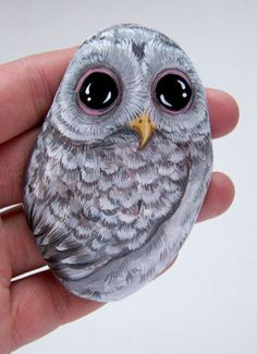 Gallery.ru / Фото #58 - Птицы - Triss Pebble Painting, Pebble Art, Stone Painting, Painted Rocks Owls, Owl Rocks, Rock Painting Ideas Easy, Rock Painting Designs, Rock And Pebbles, Owl Crafts