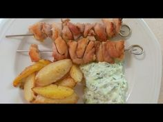 Görög csirkenyárs (Szuvlaki - souvlaki) tzatzikivel és tepsis krumplival - Az én alapszakácskönyvem - YouTube Shrimp, Sausage, Meat, Youtube, Food, Eten, Sausages, Meals, Diet