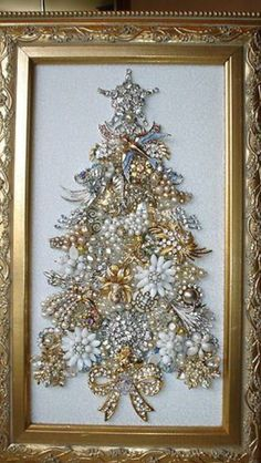 Christmas Jewelry, Christmas Art, Handmade Christmas, Christmas Ornaments, Costume Jewelry Crafts, Vintage Jewelry Crafts, Jeweled Christmas Trees, Xmas Tree, Diy Christmas Decorations Easy