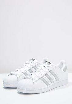 adidas Originals SUPERSTAR - Matalavartiset tennarit - white/silver  metallic/core black