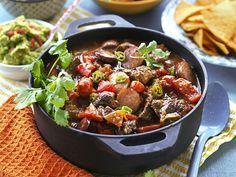 Mexikansk gryta med högrev och chorizo recept | Allas Recept Zeina, Meat Chickens, Lchf, Kung Pao Chicken, Stew, Spices, Food And Drink, Favorite Recipes