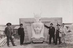 المتحف المصري اثناء الانشاء ..!!   اقصي يمين الصورة العظيم احمد كمال باشا