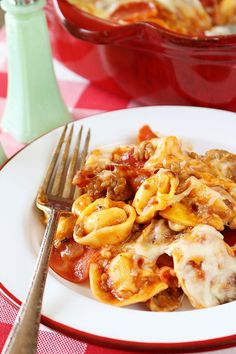 Selecting The Suitable Cheeses To Go Together With Your Oregon Wine This Baked Pizza Tortellini Has All The Great Flavor Of Pizza Filled With Cheesy Tortellini. It's Easy, Quick, And The Leftovers Are Amazing Easy Tortellini Recipes, Cheese Tortellini Soup, Pasta Recipes, Beef Recipes, Soup Recipes, Casserole Recipes, Drink Recipes, Party Entrees, Cooking Cheese