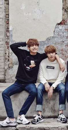 This is amazing!!! Their shirts just blew my mind!! #BTS #BANGTAN #JINV