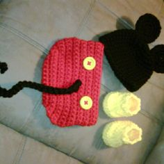 Jessie - you should make these for your Etsy store :) Crochet Outfits, Crochet Baby Clothes, Crochet Bebe, Knit Crochet, Crochet Hats, Mickey Mouse Halloween Costume, Picture Ideas, Photo Ideas, Baby Announcement Pictures