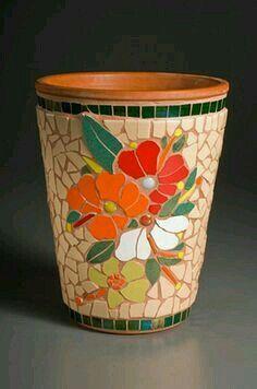 Mosaic Planters, Mosaic Garden Art, Mosaic Vase, Mosaic Flower Pots, Mosaic Diy, Mosaic Crafts, Mosaic Tiles, Pebble Mosaic, Mosaic Artwork