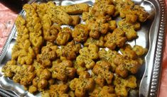 Jak upéct slané pečivo s tvarůžky a brambory   recept Cauliflower, Chicken, Meat, Vegetables, Cooking, Ethnic Recipes, Food, Kitchen, Cauliflowers
