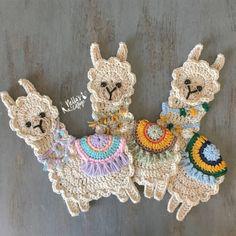 Super adorable llama applique that you can use to beautify . - Love Crochet Super adorable llama application that you can use to beautify … Motifs D'appliques, Crochet Motifs, Crochet Patterns, Crochet Appliques, Love Crochet, Crochet Gifts, Crochet Flowers, Crochet Amigurumi, Crochet Toys
