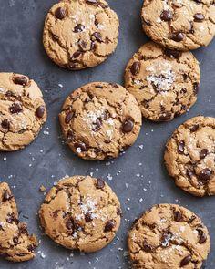 The Best Chocolate Chip Cookies - What's Gaby Cooking (For Matt) Köstliche Desserts, Delicious Desserts, Dessert Recipes, Cookie Time, Cooking Chocolate, Chocolate Desserts, Baking Recipes, Cookie Recipes, Nutella