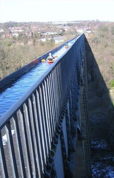 Situated in north-eastern Wales, the 18 kilometre long Pontcysyllte Aqueduct and Canal is a feat of civil engineering of the Industrial Revolution, completed in the early years of the century - Pontcysyllte Aqueduct, Denbighshire. Oh The Places You'll Go, Places To Travel, Places To Visit, Canoa Kayak, Canoe And Kayak, Fishing Canoe, Canoe Boat, Canoe Trip, Fishing Tips