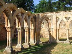 Hoy domingo, publicamos una localización con los restos de un curioso Castro El Monasterio de San Juan de Duero en Soria.