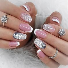 Year's Nail Designs That Are Perfect to Try Right Now Xmas Nails, New Year's Nails, Christmas Nails, Gel Nails, Classy Nails, Stylish Nails, Gorgeous Nails, Pretty Nails, New Years Eve Nails