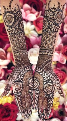 Pick a design and leave it on our Mehendi Expert. Plan your wedding with us now at Bookeventz! Simple Arabic Mehndi Designs, Latest Bridal Mehndi Designs, Stylish Mehndi Designs, Full Hand Mehndi Designs, Mehndi Designs 2018, Mehndi Designs Book, Mehndi Designs For Beginners, Mehndi Design Photos, New Bridal Mehndi Designs
