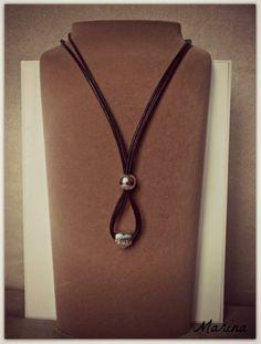Composition sur cordon cuir http://www.bijoux-et-charms.fr/pandora-bracelet/37-pandora-lien-cuir-noir-finition-argent.html