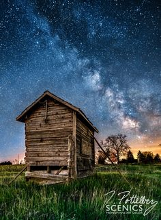 An abandoned pump house rests under the Milky Way on a warm spring evening. Photographed in South-West Oxford Township, Ontario, Canada. BoredPanda