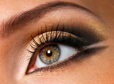 Tips for wearing silver & gold eyeshadow #holiday #beauty #tips #makeup #eyes
