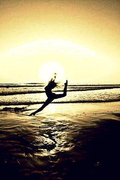 Aunque estemos de vacaciones no paramos de #Bailar, somos unos apasionados por el arte y por la danza y la vivimos en cada momento. #BFDA Imagen vía #Pinterest