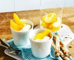 Pfirsichquark mit Nussstangen Parfait, Dairy, Eggs, Cheese, Desserts, Food, Food Items, Coleslaw, Peaches