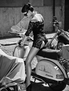 Black lace & Vespa Italian Glamour by Helmut Newton Helmut Newton, Scooter Girl, Vespa Girl, Vespa Vintage, Motos Vespa, Vespa Scooters, Lambretta Scooter, Scooter Motorcycle, Foto Glamour
